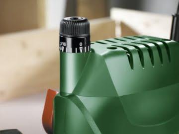 Bosch DIY Oberfräse POF 1400 ACE, 3 x Spannzange, Fräser, Parallelanschlag, Absaugadapter, Koffer (1400 W, Leerlaufdrehzahl 11.000 - 28.000 min-1, max. Fräskorbhub 55 mm) -