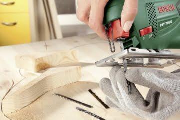 Bosch DIY Stichsäge PST 700 E DIY, 1 Sägeblatt T 144 D für Holz, Koffer (500 W, Schnitttiefe in Holz 70 mm, Schnitttiefe in Stahl 4 mm) -